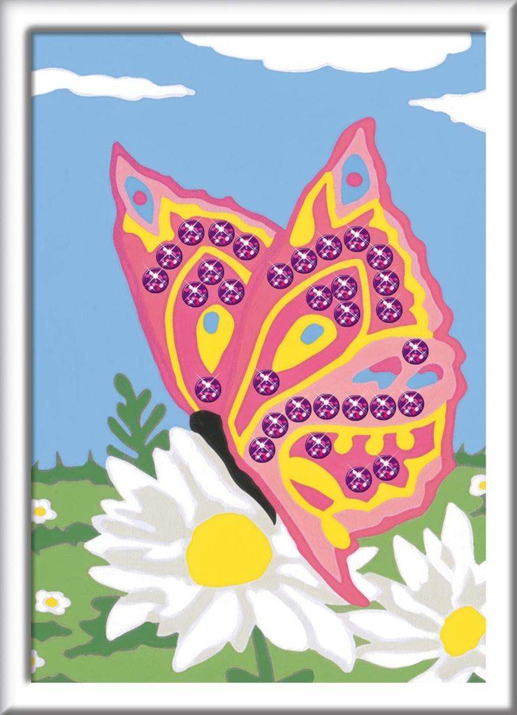 Ausgemalte Malen nach Zahlen Vorlage mit rosa Schmetterling auf einer Blumenwiese