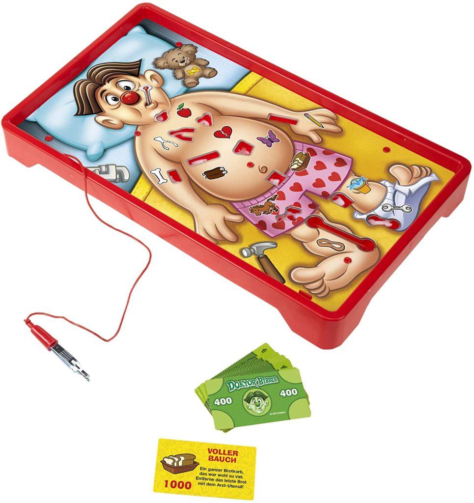 Spieltafel im Chirurgie-Design mit integrierter Pinzette und Spielkarten