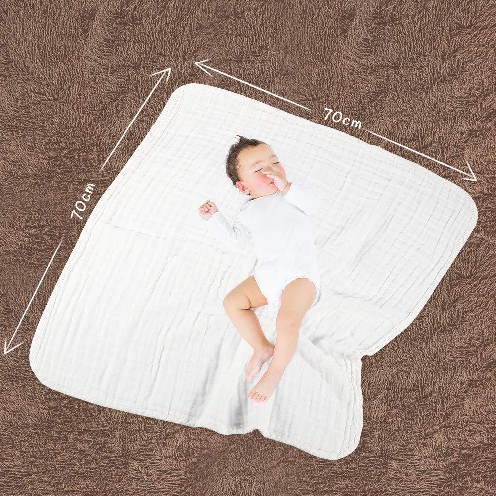 Baby auf weißem Mulltuch. Abmessungen von Mulltuch